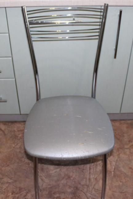 Как перетянуть стул своими руками (заменить обивку)