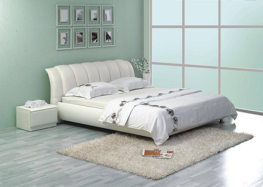 Белая кожаная двуспальная кровать