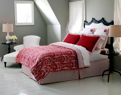 Спальня в красно-белых тонах