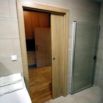 сдвижная дверь в нише стены