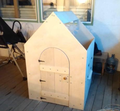 Домик из фанеры для детей домой (в квартиру). Фото и чертежи.