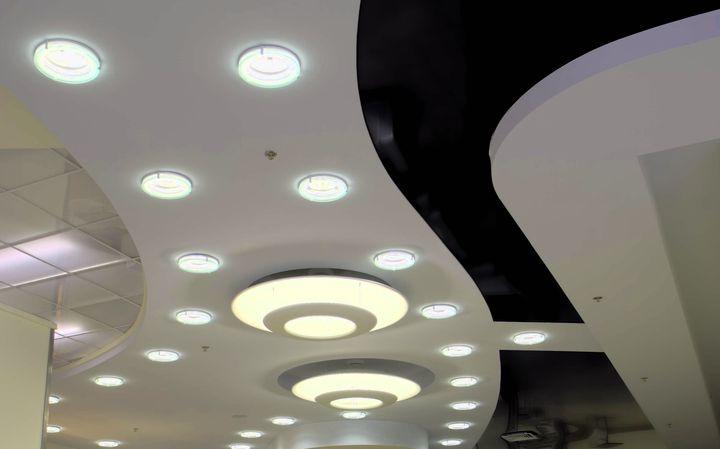Сложная конструкция потолка