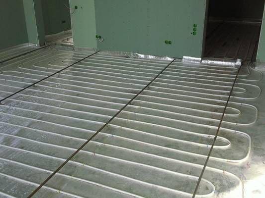 Чем лучше утеплить бетонный пол на даче?