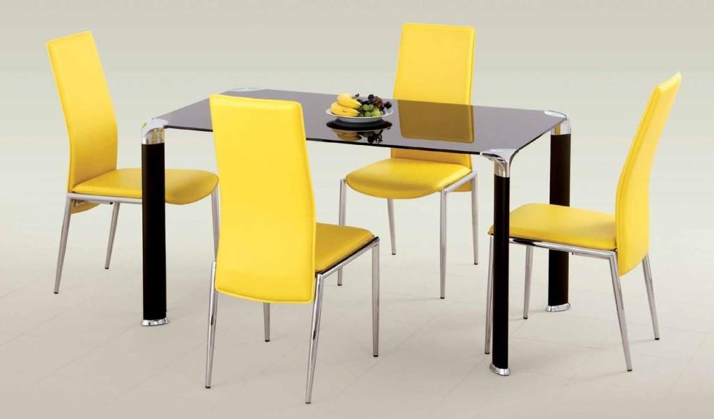 Стильное сочетание стола