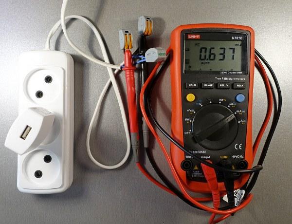 Сколько потребляет зарядное устройство и можно ли сэкономить на нем или почему все-таки надо отключать зарядку из розетки