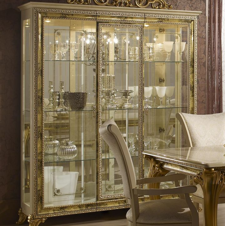 Витрина для гостиной - эстетическое украшение интерьера