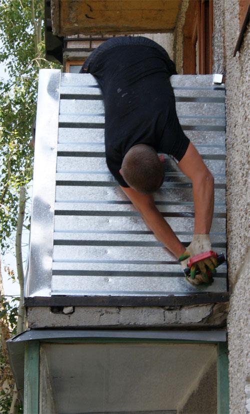 Как застеклить балкон самостоятельно