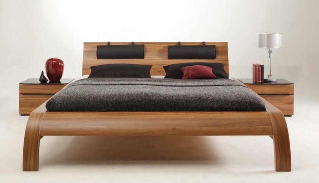 Низкая двуспальная кровать