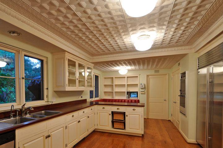 Использование потолочной плитки для потолка на кухне