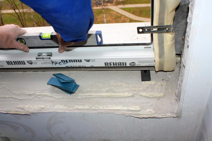 Застекление балкона своими руками примеры