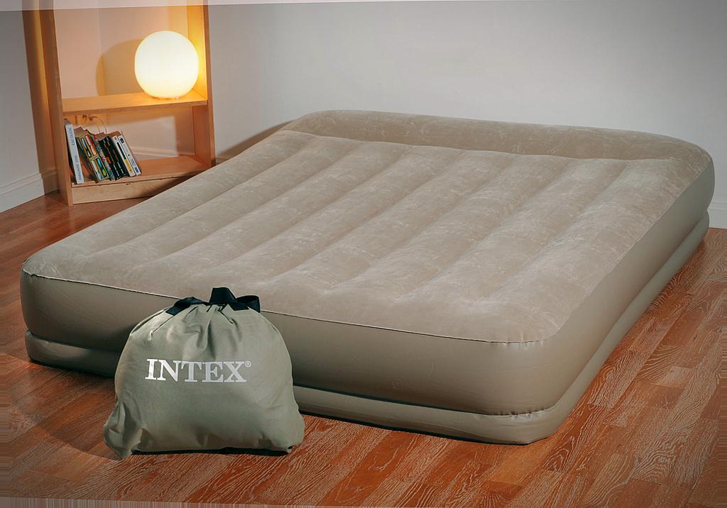 Надувная кровать с насосом