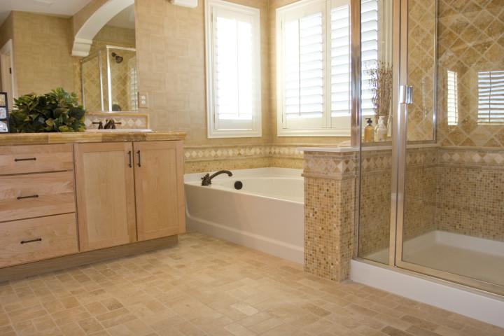 Модная ванная с душевой кабиной