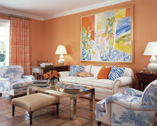 Персиковый цвет в интерьере гостиной комнаты