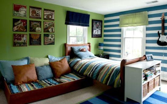 Зелено-синий интерьер спальни