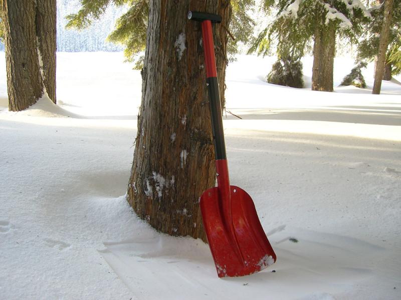 Алюминиевая лопата для снега