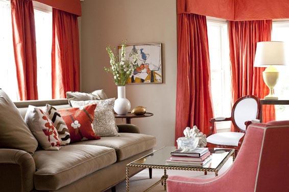 Коралловый цвет в интерьере гостиной фото