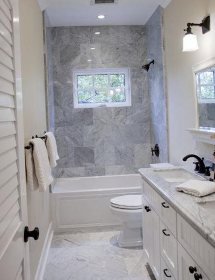 Просторная ванная комната с туалетом