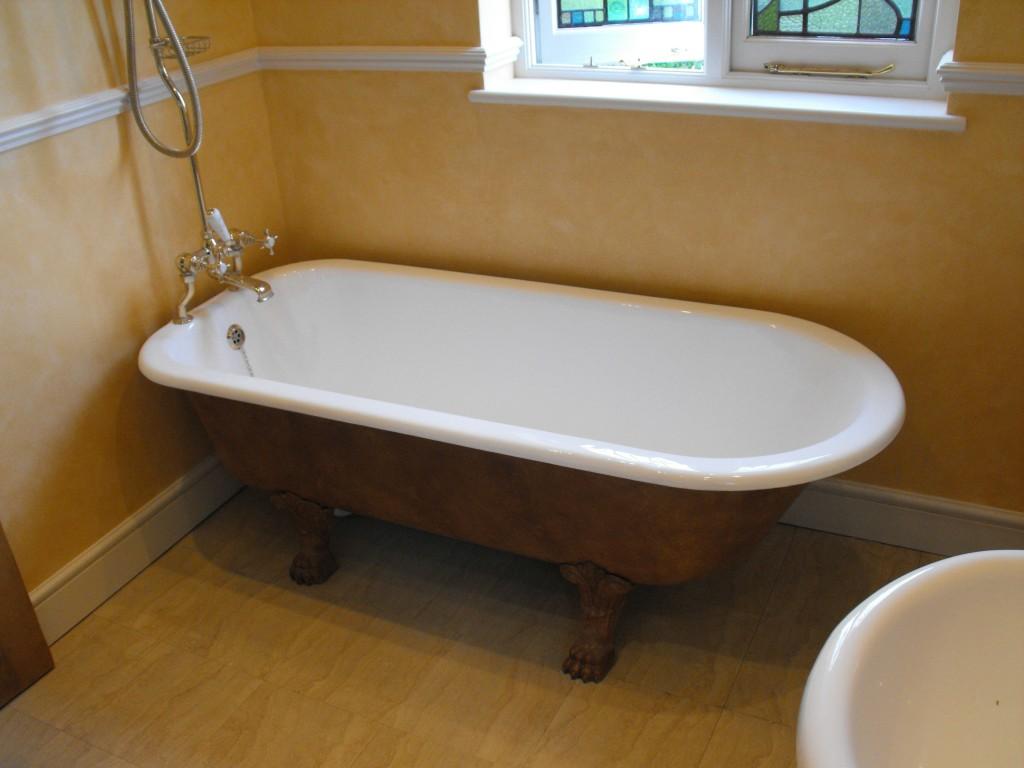 fantastic-re-enamelled-roll-top-bath-with-original-taps