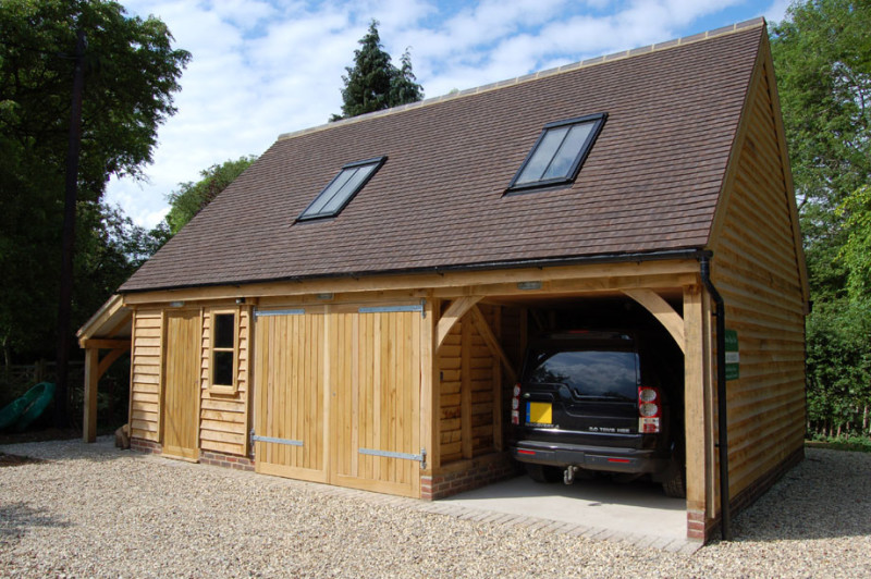 Деревянный гараж с мансардой