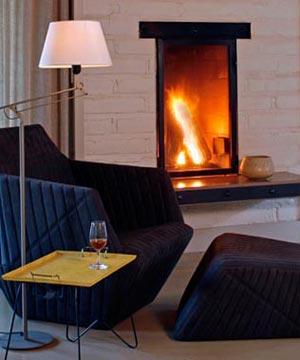 интерьер гостиной с камином 10