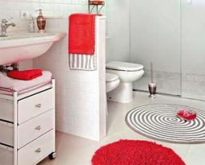 красный цвет в интерьере ванной комнаты 82