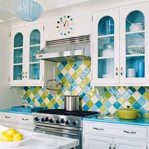 кухня белая и яркая 16