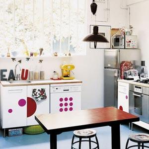 кухня белая и яркая 27