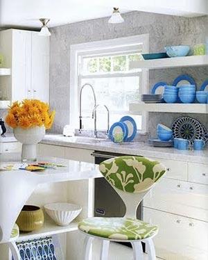 кухня белая и яркая 28