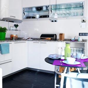 кухня белая и яркая 32