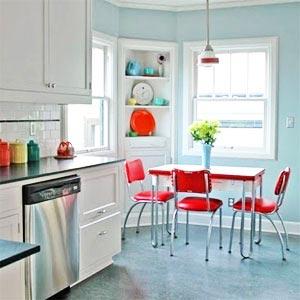 кухня белая и яркая 35