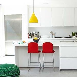 люстры и светильники в кухню-гостиную 10