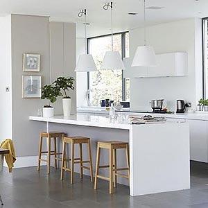 люстры и светильники в кухню-гостиную 36