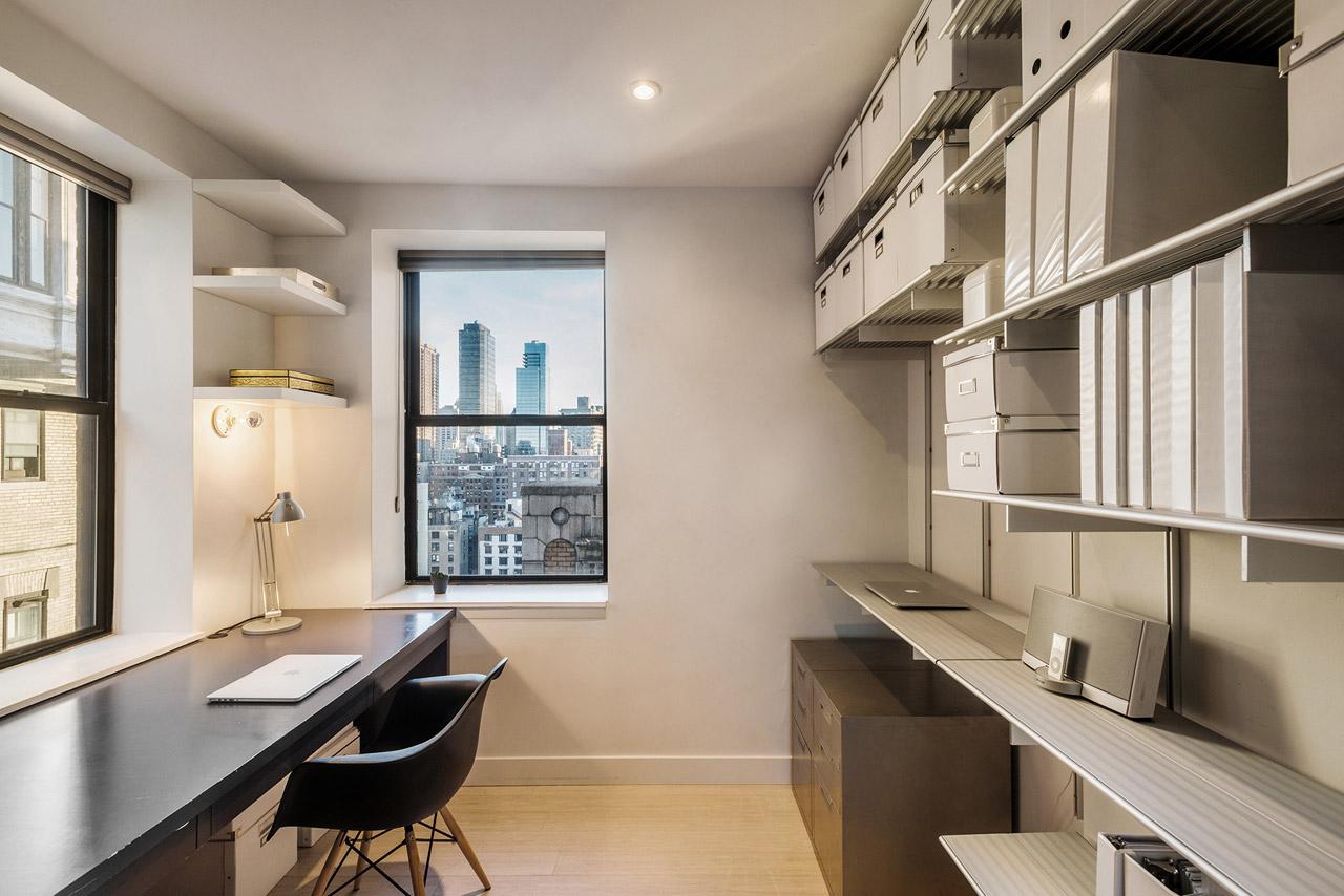 Тесная квартира в Нью-Йорке становится светлой мансардой
