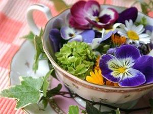 модное украшение интерьера - цветы в чашках фото4