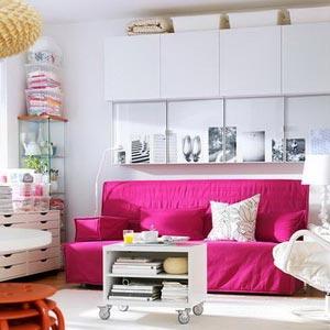цвет цикламен (яркий холодный розовый) сочетается с белым