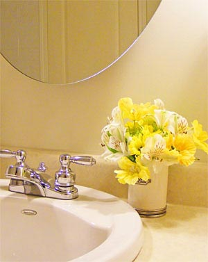 цветы в ванной комнате 18
