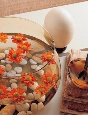 украшение стола композициями из цветов 05