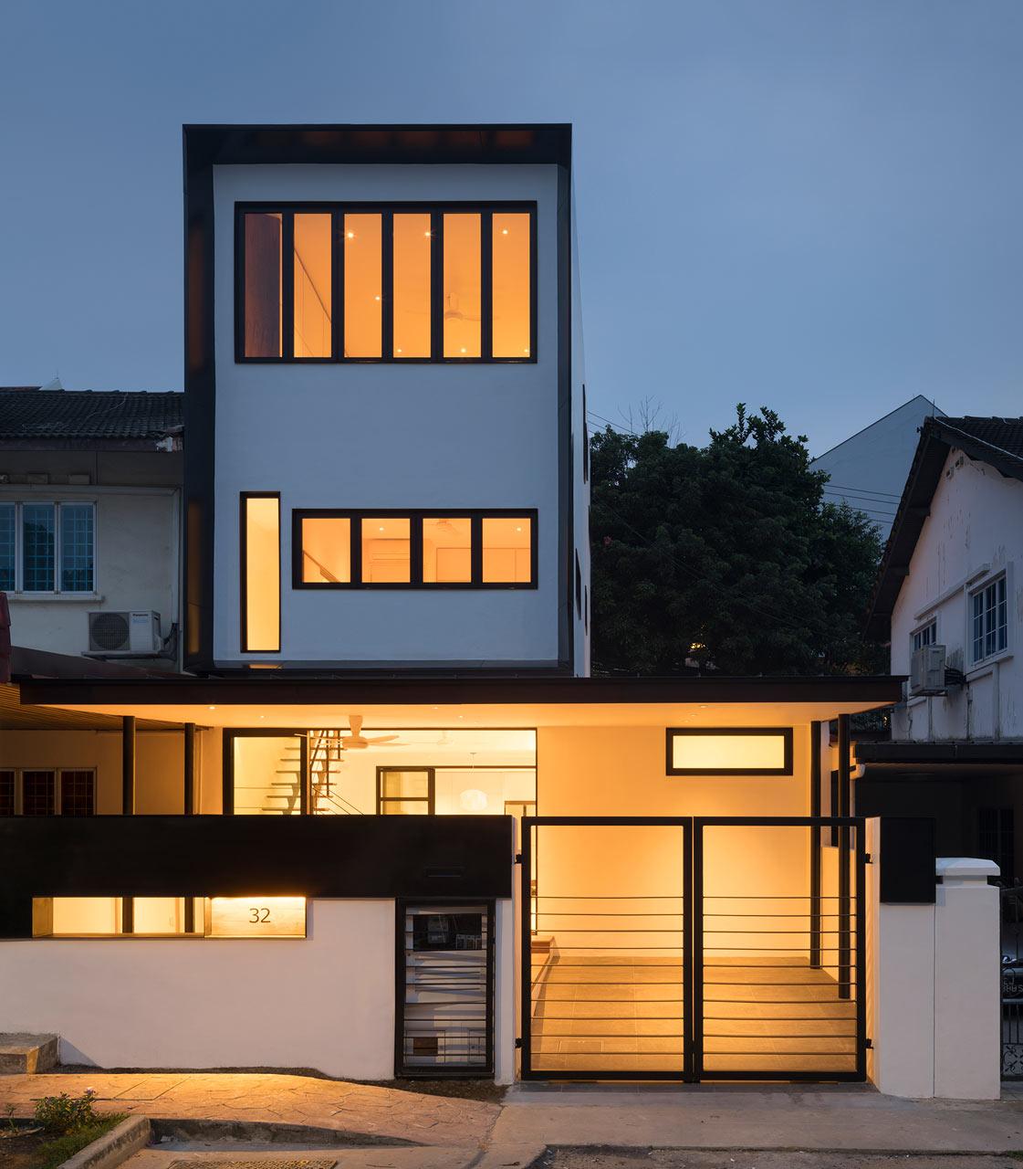 Темный 50-летний дом в Сингапуре преображается