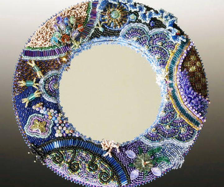 Изысканная рамка для зеркала из бисера и бусин