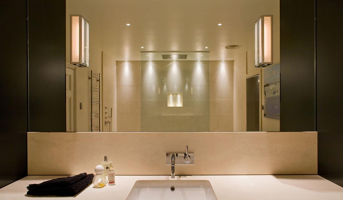 Сочетание настенных и потолочных светильников