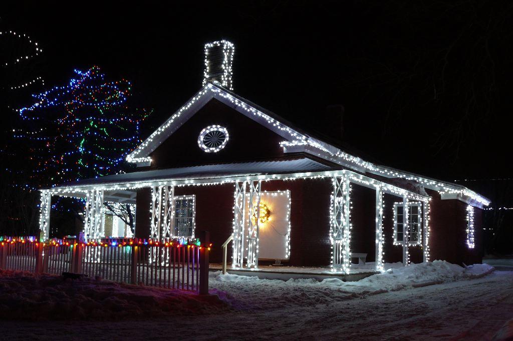Уличные светодиодные гирлянды для дома