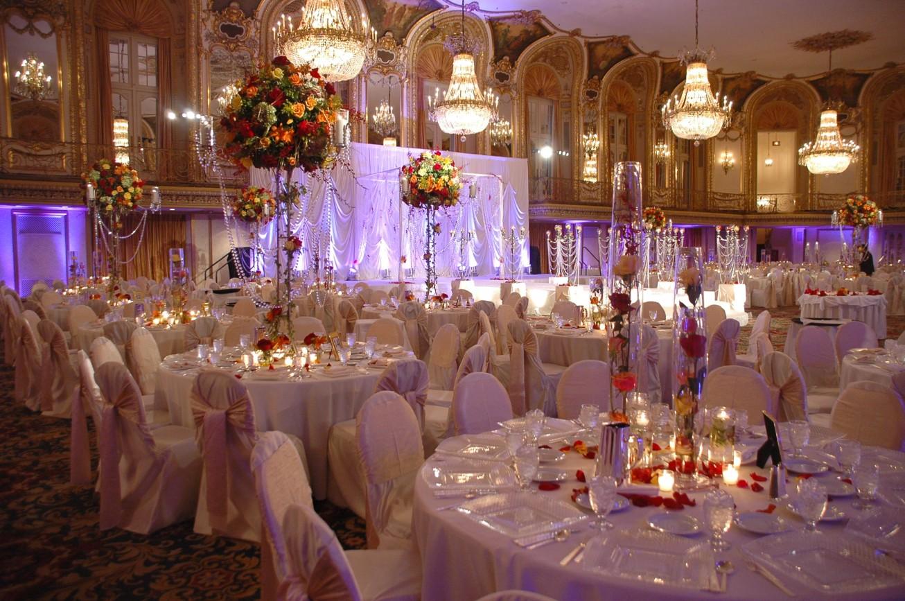 Богатый декор зала