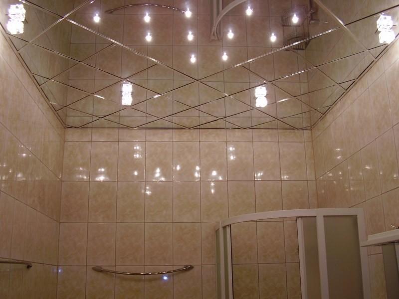 Потолок в ванной зеркальный