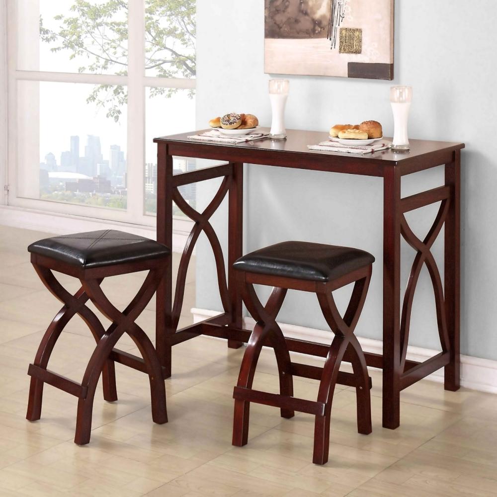 Небольшой пристенный деревянный столик