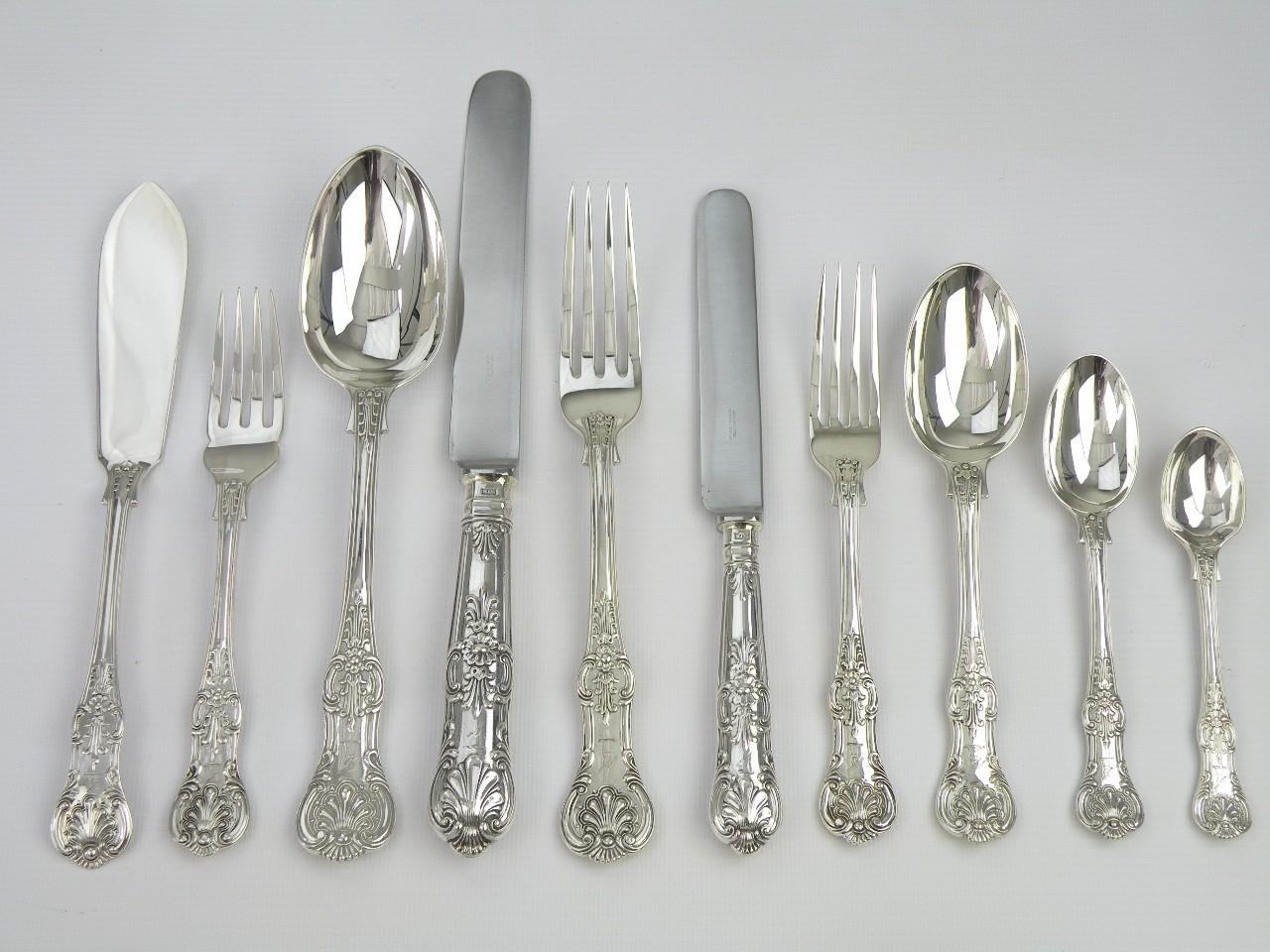 Набор серебряных столовых приборов