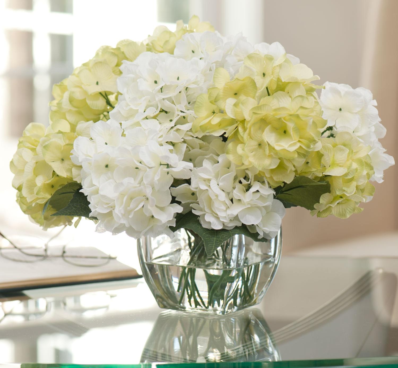 Искусственные цветы светлых тонов для декора