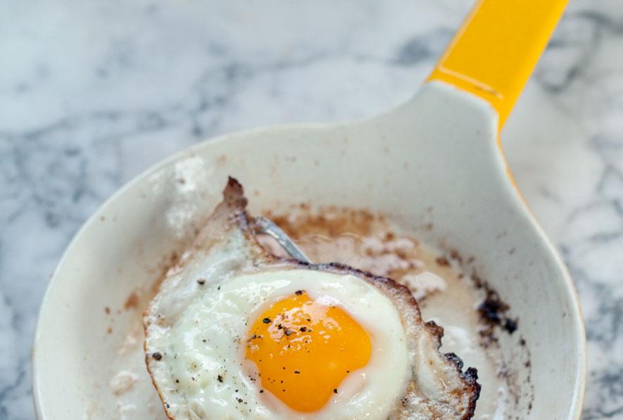 Использование ерамической сковороды в приготовлении яичницы
