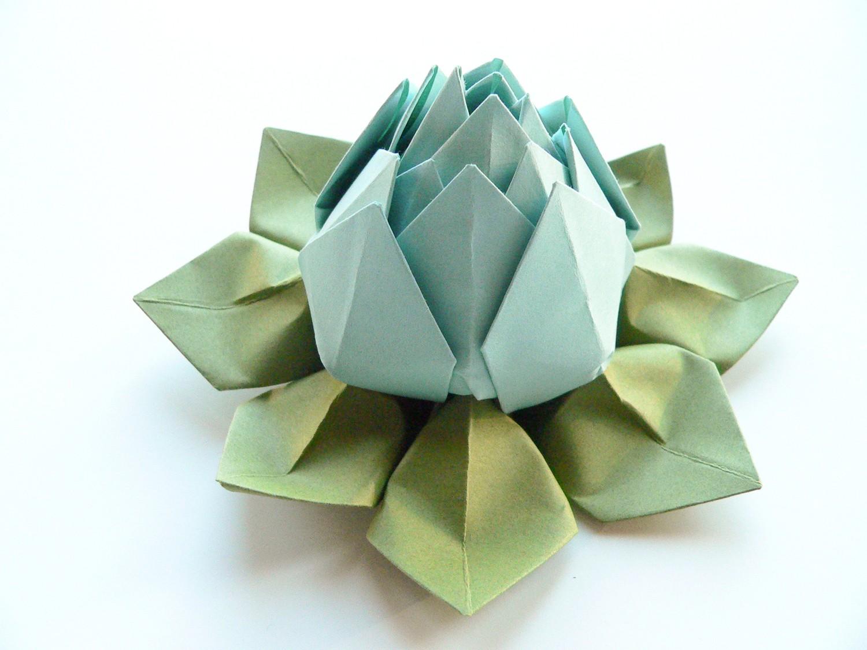 Голубой цветок лотоса из салфеток