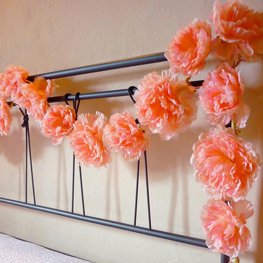 Искусственные цветы для декора спальни