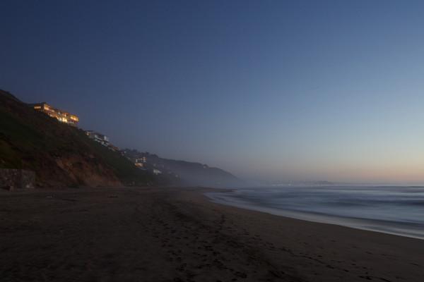 уединенный особняк на побережье чили15